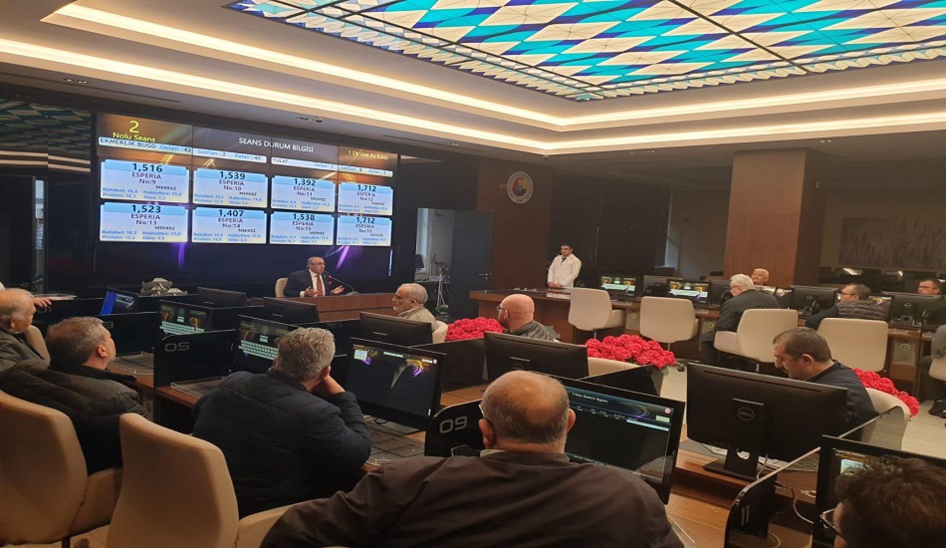 """Başkanımız Sn Yahya TOPLU """"Elektronik Satış Salonu""""nda Üyelere bilgi verdi…"""