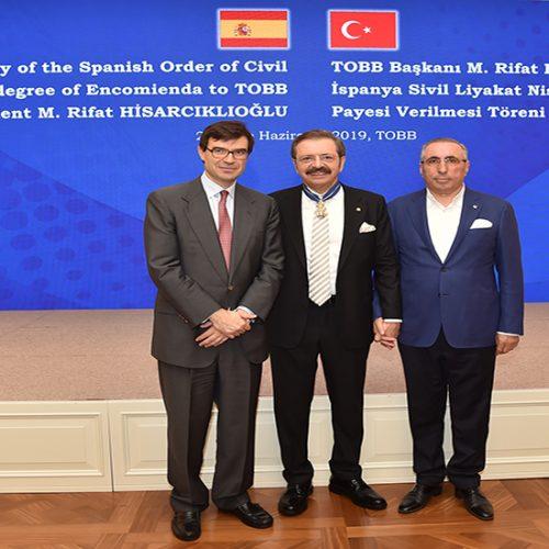 Başkanımız Yahya TOPLU, Türkiye Odalar ve Borsalar Birliği (TOBB) Başkanı M. Rifat HİSARCIKLIOĞLU'na verilen Ödül Törenine katıldı.