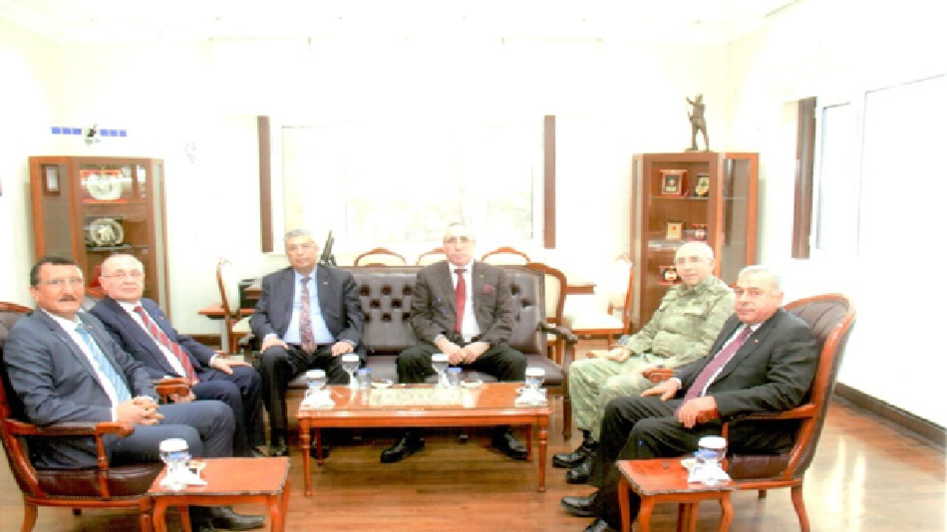 Başkanımız Sn Yahya TOPLU ve Yönetim Kurulu Üyelerimiz Topçu ve Füze Okulu Komutanı Tuğgeneral Sn Sabahattin TÜRKER'i Makamında ziyaret ettiler…